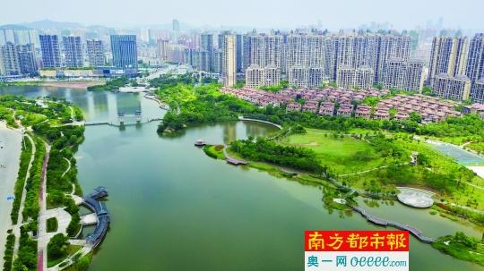 """""""惠州市副市长林洪在会上强调称,国家生态园林城市是对一个区域生活"""
